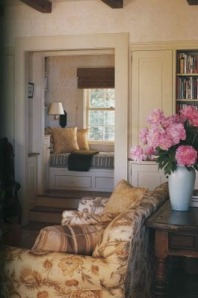 Windowseat nook with drawers and side shelves
